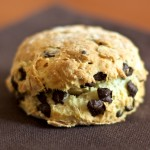 Scones al cocco, nocciole e cioccolato